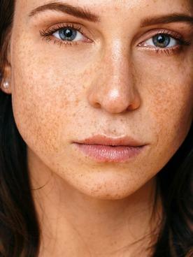 Model Eva Marie Louise
