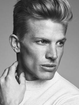 Model Dennis
